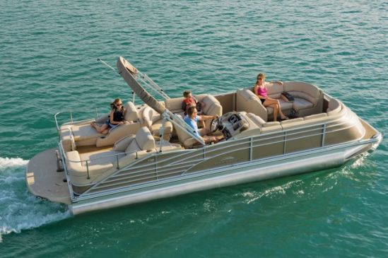 Bennington Q Series Pontoon Boat